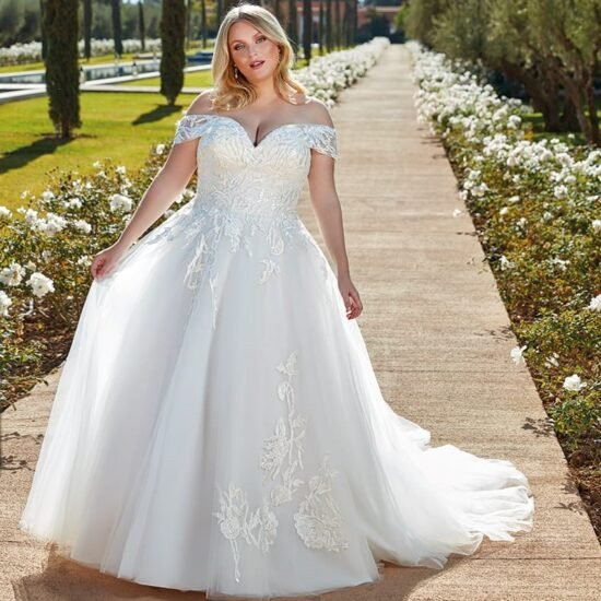 Eddy K - UR134 Brautkleid Vorderansicht 1