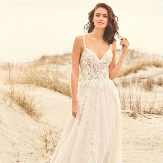 Lillian West - 66113 Brautkleid Vorderansicht 2