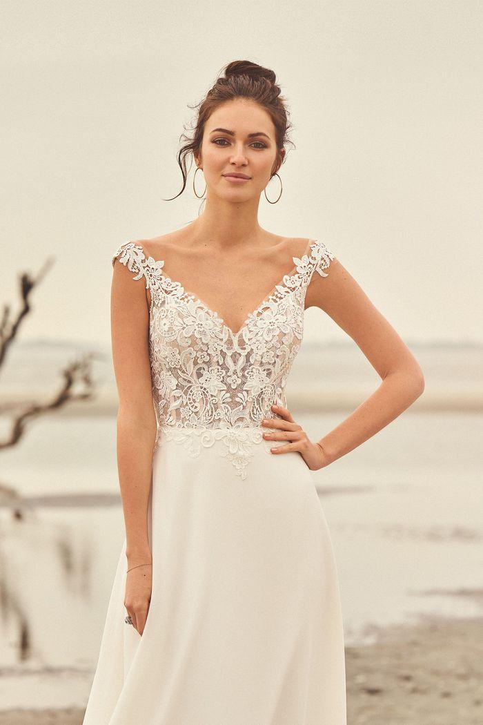 Lillian West - 66097 Brautkleid Vorderansicht 1
