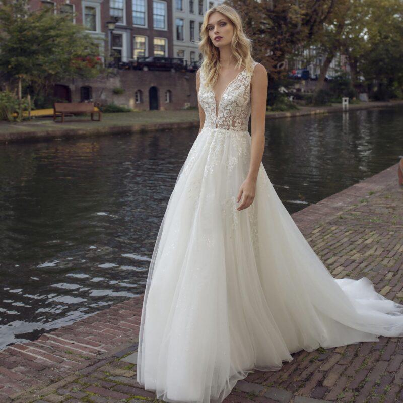 Modeca - Kensington Brautkleid Vorderansicht 2