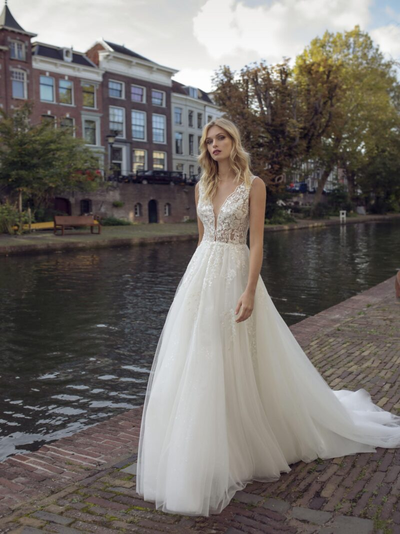 Modeca - Kensington Brautkleid Vorderansicht 1