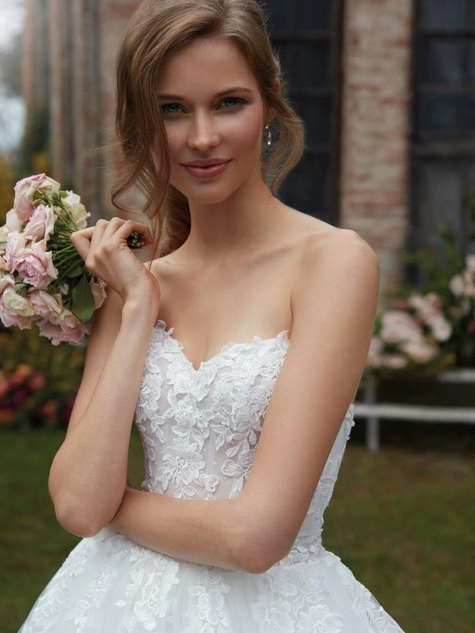 Nicole Milano - CO12109 Brautkleid Vorderansicht 1
