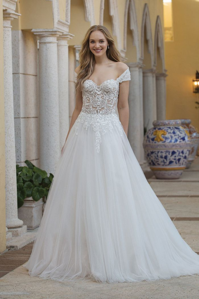Sincerity - 44076 Brautkleid Vorderansicht 2