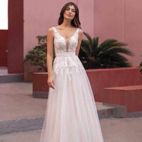 White One - Brautkleid Vorderansicht 3