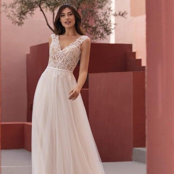 White One - Night Shade Brautkleid Vorderansicht 2