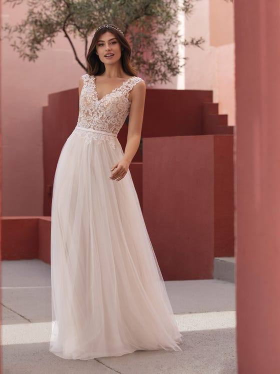 White One - Night Shade Brautkleid Vorderansicht 1